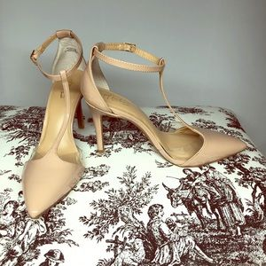 Never worn Thalia nude ankle strap pump size 7.5